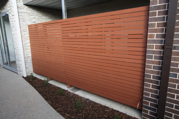 img-using-enviroslat-fencing-make-2700mm-wide-x-1800mm-high-screen-fence-01